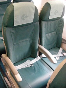450px-Embraer_195_aircraft_seats