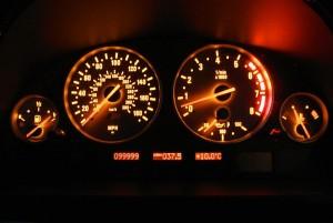 800px-BMW_M5_E39_speedometer