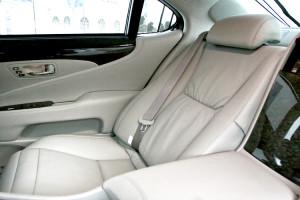 Rear_Seat_2008_LS_600h_L