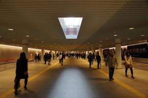 800px-Sapporo_Underground_Pedestrian_Space_Station_Road01s3